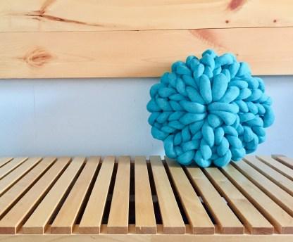 coussin-12po-tricot-rosace-la-boite-ateliers-creatifs-turquoise