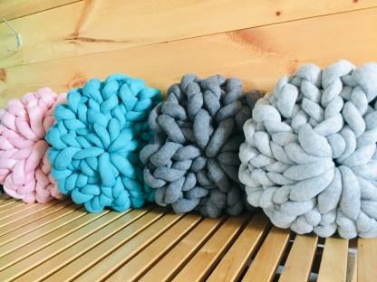 coussin-12po-tricot-rosace-la-boite-ateliers-creatifs3