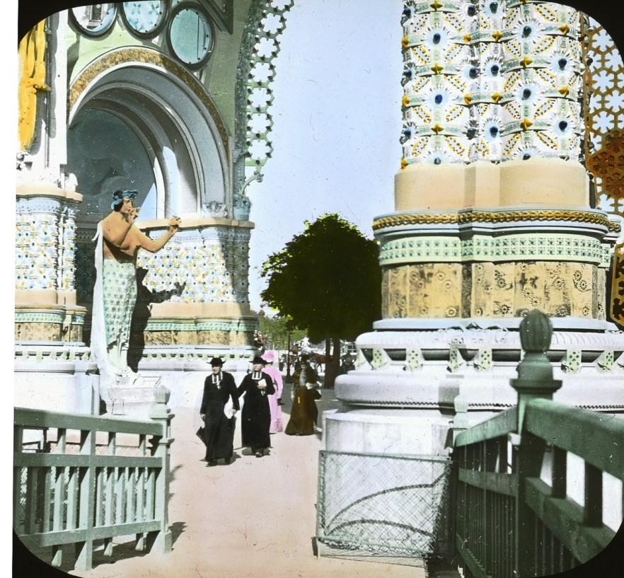 place-de-la-concorde-entrance-gate