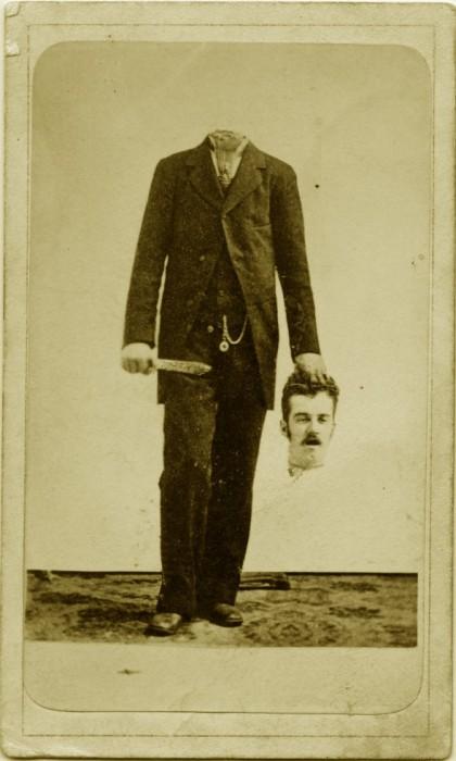 vieux portrait sans tete decapite 08 420x700 Des vieux portraits de gens décapités