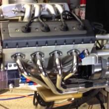 Un mini moteur V8 48cc