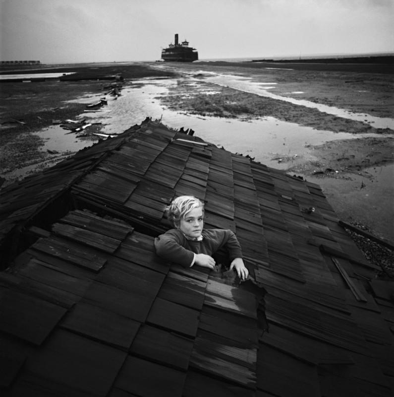 arthur tress cauchemar enfant noir blanc 05 795x800 Des cauchemars denfants photographiés dans les années 60
