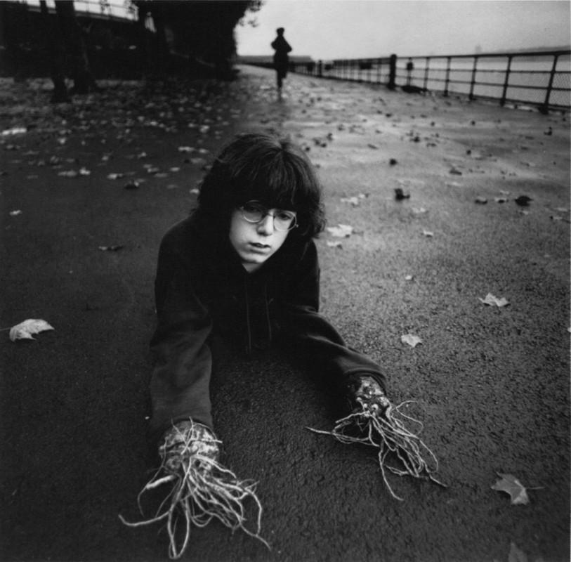 arthur tress cauchemar enfant noir blanc 06 813x800 Des cauchemars denfants photographiés dans les années 60