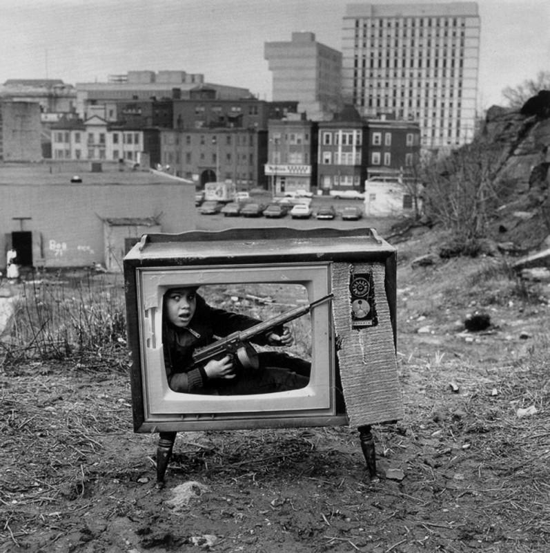 arthur tress cauchemar enfant noir blanc 09 797x800 Des cauchemars denfants photographiés dans les années 60