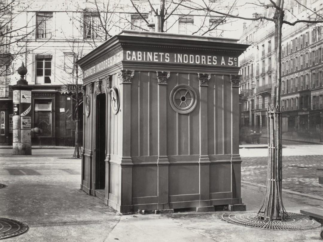 02 Charles Marville Cabinet daisance de la place Saint Sulpice ca. 1865 1080x809 Les urinoirs publics de Paris en 1865 par Charles Marville