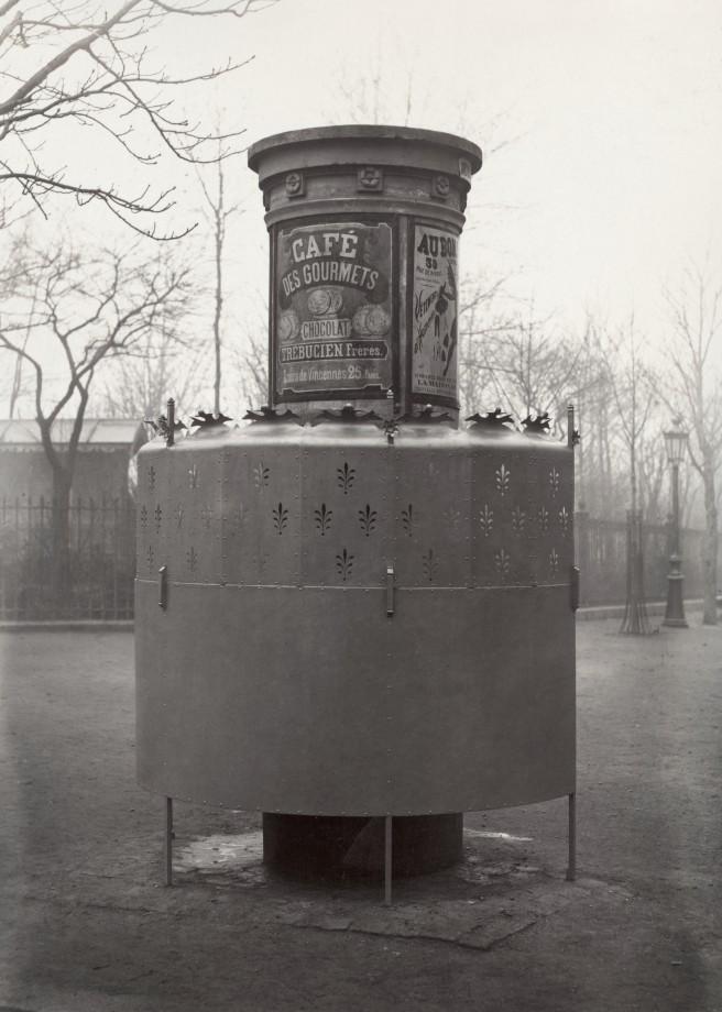 10 Charles Marville Urinoir à 1 stalle avec écran élevé Square des Batignolles ca. 1865 656x920 Les urinoirs publics de Paris en 1865 par Charles Marville