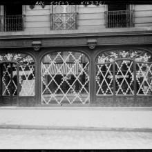Les élégantes protections anti-bombardements des vitrines de Paris en 14-18