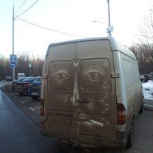 De beaux dessins sur des voitures dégoûtantes