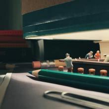 Des scènes miniatures dans des fournitures de bureau