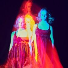 Radical Beauty Project : Lily Moore baignée de couleurs par Elizaveta Porodina