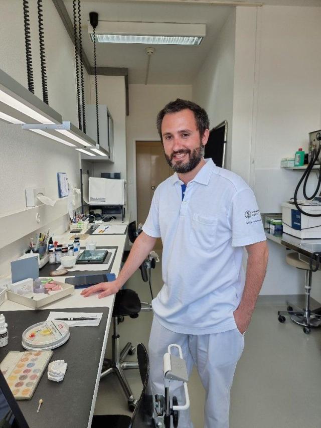 Andrea Patrizi Leiter am Zahntechnischen Labor des ZZM