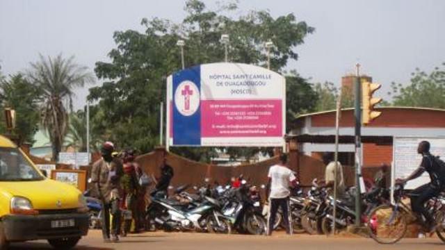 L'entrée principale de l'HOSCO dans le quartier 1200logements de Ouagadougou.
