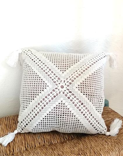 coussin crochet blanc et velours rose