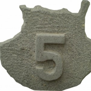 Número 5 tallado