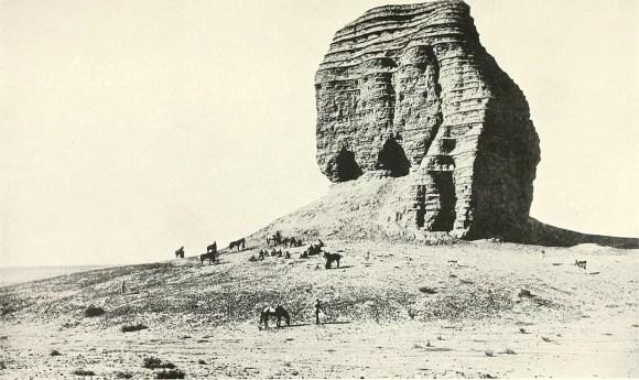 The ziggurat of Dur-Kurigalzu in 1920, photo by Ernest a.Wallis