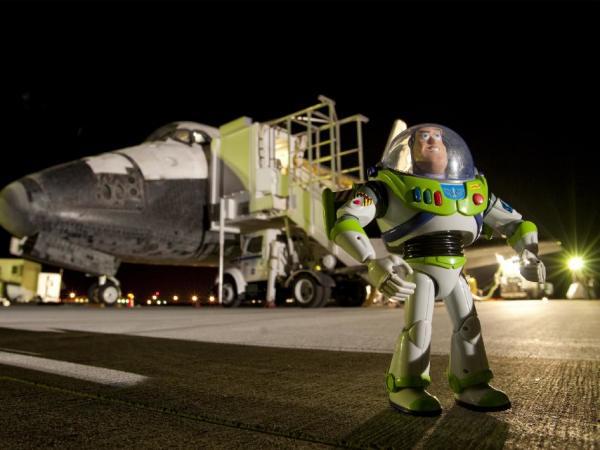Buzz Lightyear vuelve a la Tierra