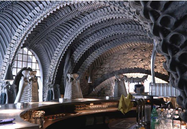 El Museo-Bar de H.R. Giger en Suiza