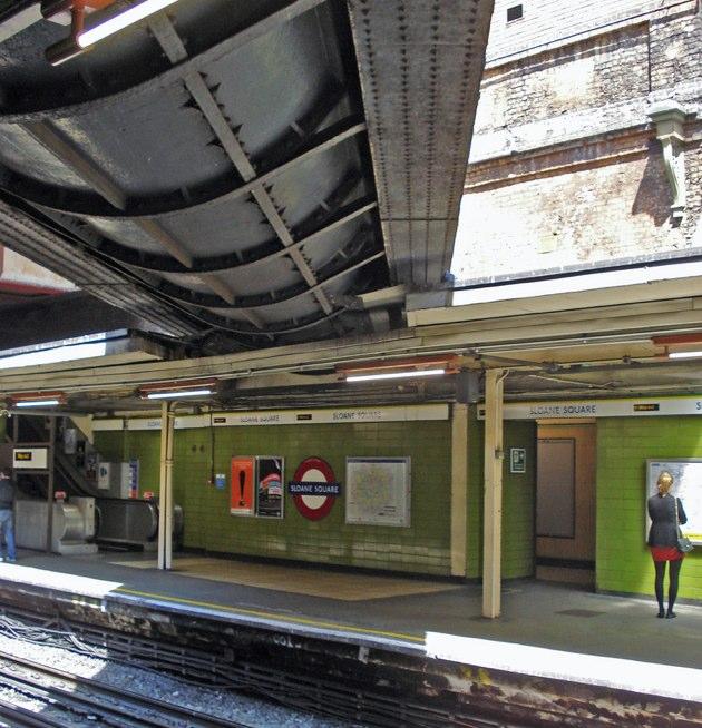 El río que pasa por una estación de metro en Londres
