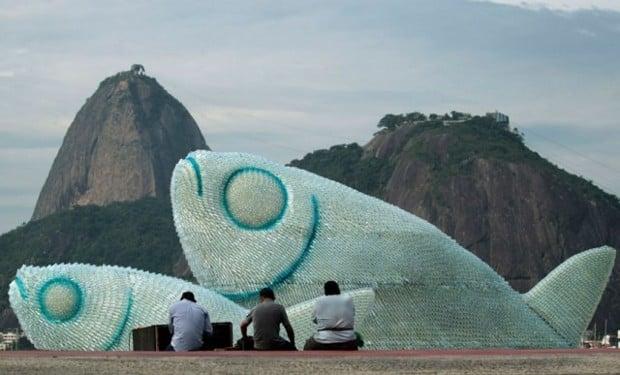 Rio+20: peces gigantes con botellas de plástico recicladas