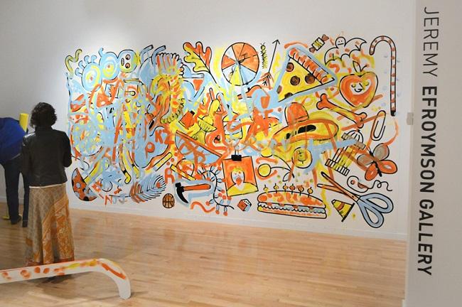 Color me..., una exhibición que te invita a colorear la sala de un museo