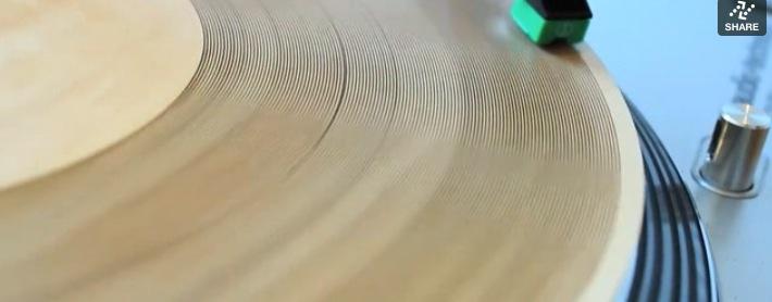 Cómo hacerte tu propio disco con madera en vez de vinilo