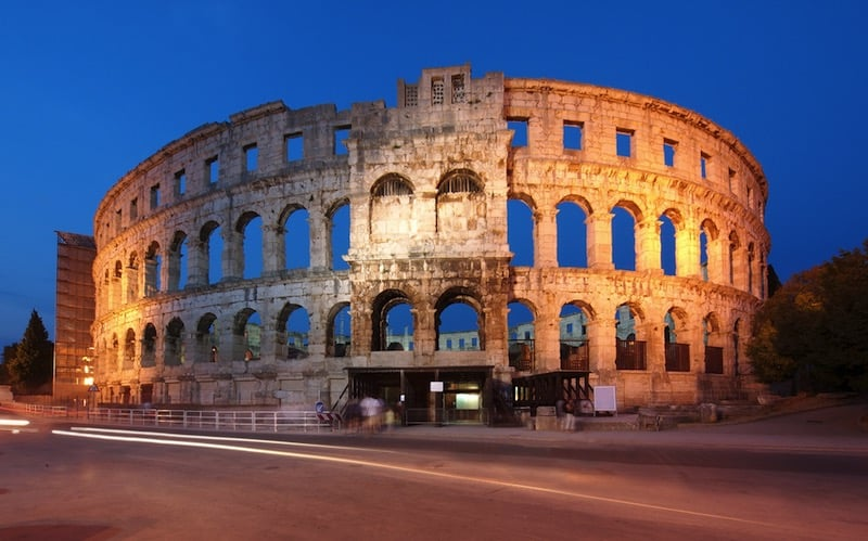 Exterior del Coliseo de Pula / foto Shutterstock