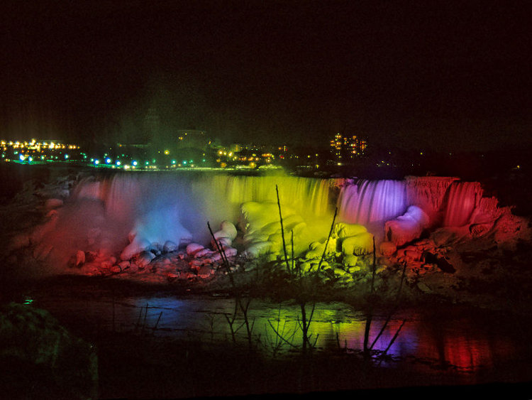 Cataratas-Niagara-Festival-Luces-invernal