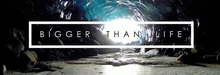 Surcando el interior del glaciar Medenhall con un drone