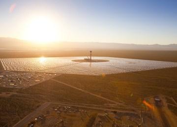 Los problemas del proyecto de energía solar térmica más grande del mundo