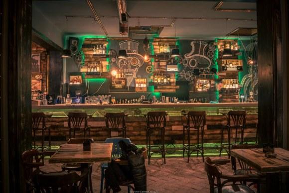 Joben Bistro fantastico pub rumano estilo steampunk2
