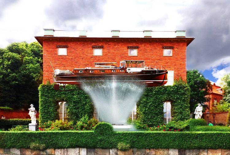 Ampliando la vivienda con un barco… sobre el surtidor de una fuente