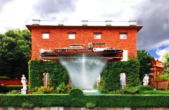 Ampliando la vivienda con un barco... sobre el surtidor de una fuente
