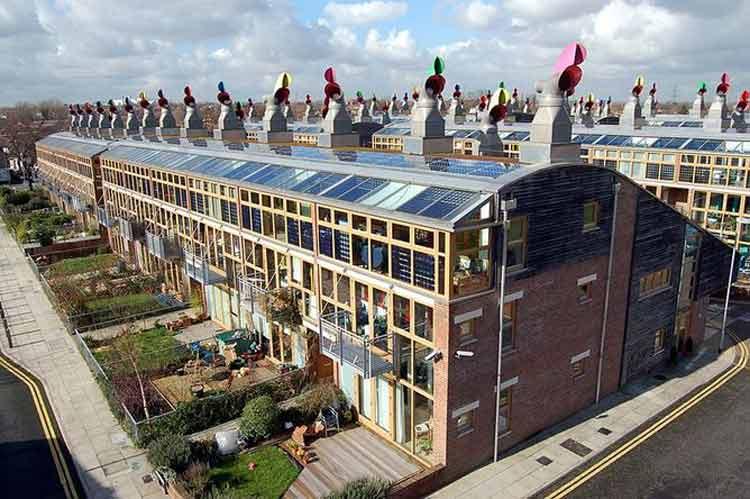 ¿Por qué algunos edificios energéticamente eficientes pueden causar riesgos en la salud?