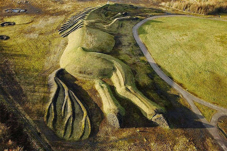 Homanje escultorico ponis mineros Gales 1
