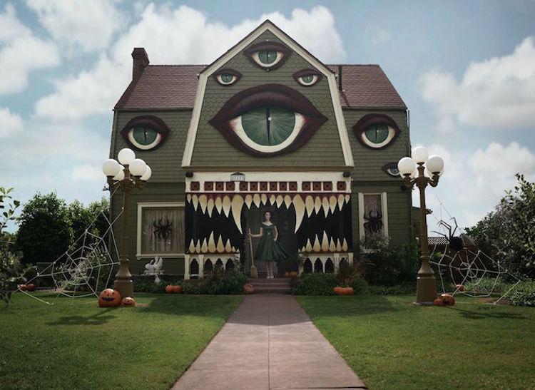 Artista transforma su casa para Halloween y este es el resultado