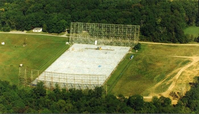 El Radiotelescopio Big Ear fue desmantelado en 1998 para construir en su lugar un campo de golf y viviendas