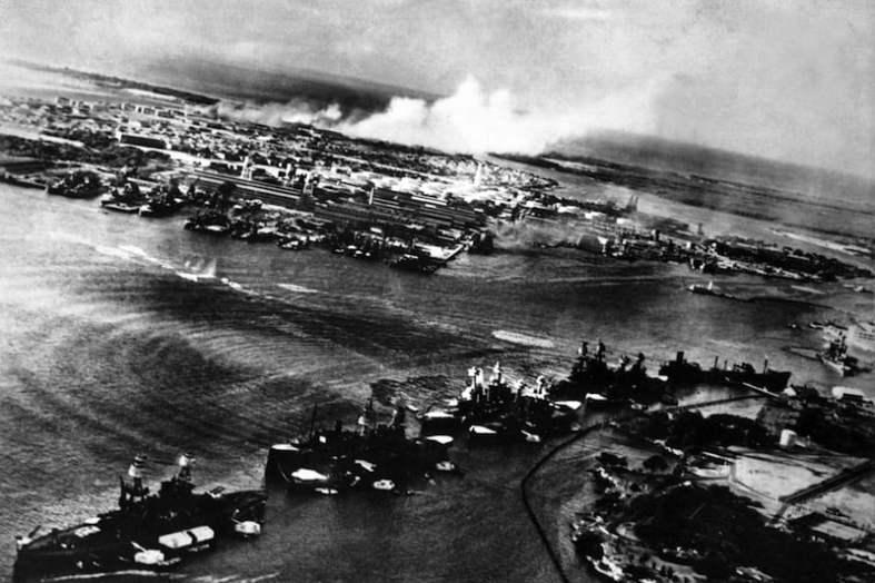 Foto del ataque a Pearl Harbor desde avión japonés / Foto Shutterstock