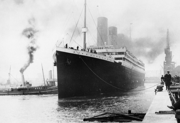 Heroico oficial titanic sobrevivio hundimiento dos guerras mundiales