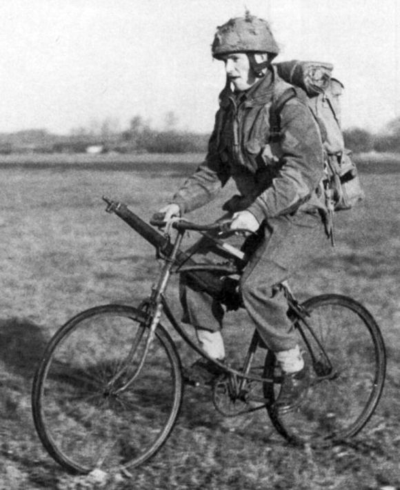 paracaidista bicicleta