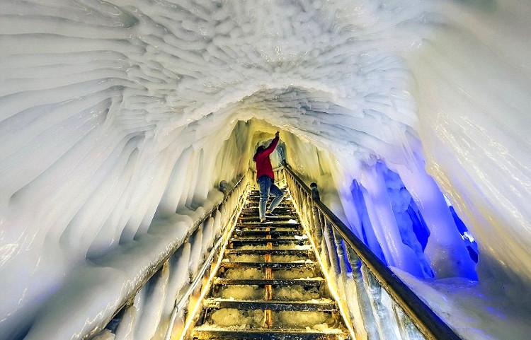 La gran cueva de hielo china que nunca se derrite