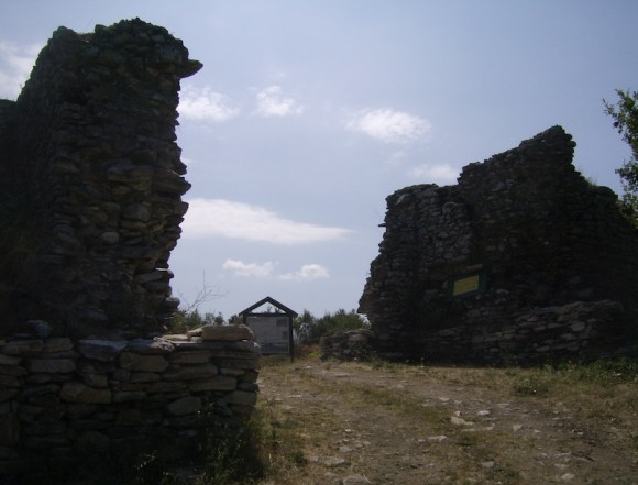 Interior de la fortaleza de Lyutitsa