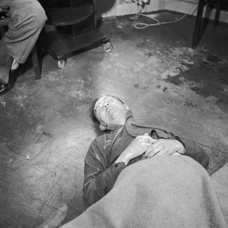 El cadáver de Himmler tras suicidarse ingiriendo cianuro