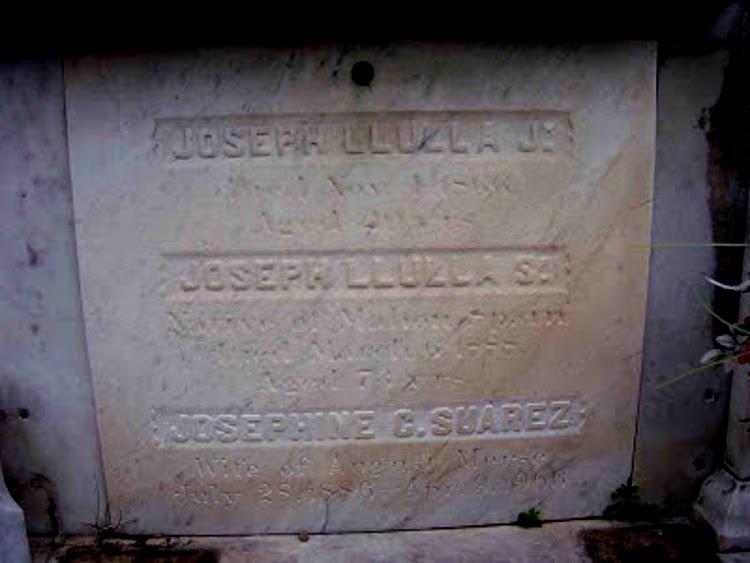 Lápida de la tumba familiar