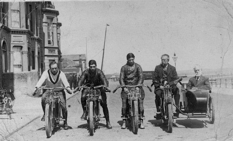 Los primeros cascos para motociclistas se utilizaron en la Isla de Man en 1914