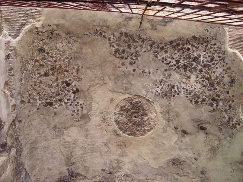 Restos de pinturas en Pequeña Petra / foto Ana Al'Ain en Wikimedia Commons
