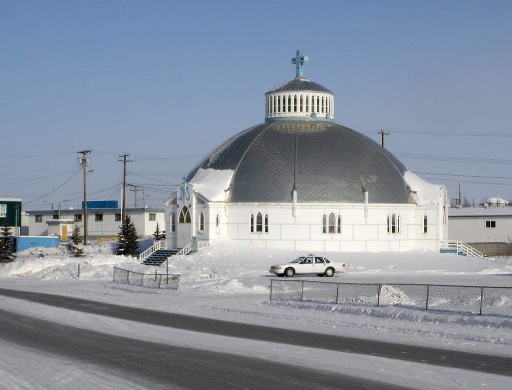La iglesia canadiense con forma de iglú en el Círculo Polar Ártico