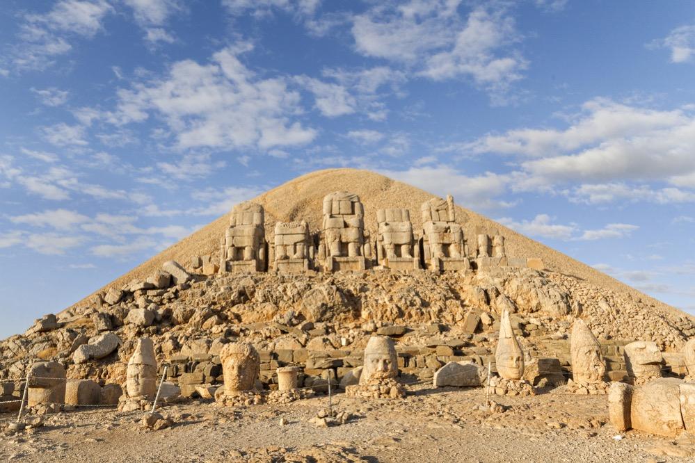 La espectacular tumba de Antíoco I Theos en la cumbre del Monte Nemrut