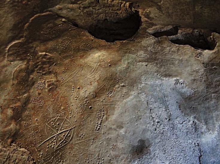 Datan los petroglifos de la cueva Asphendou en Creta, los más antiguos de Grecia, a finales del Pleistoceno