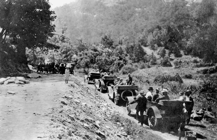 Edward N. Hines, el ciclista que creó las carreteras asfaltadas y con líneas pintadas