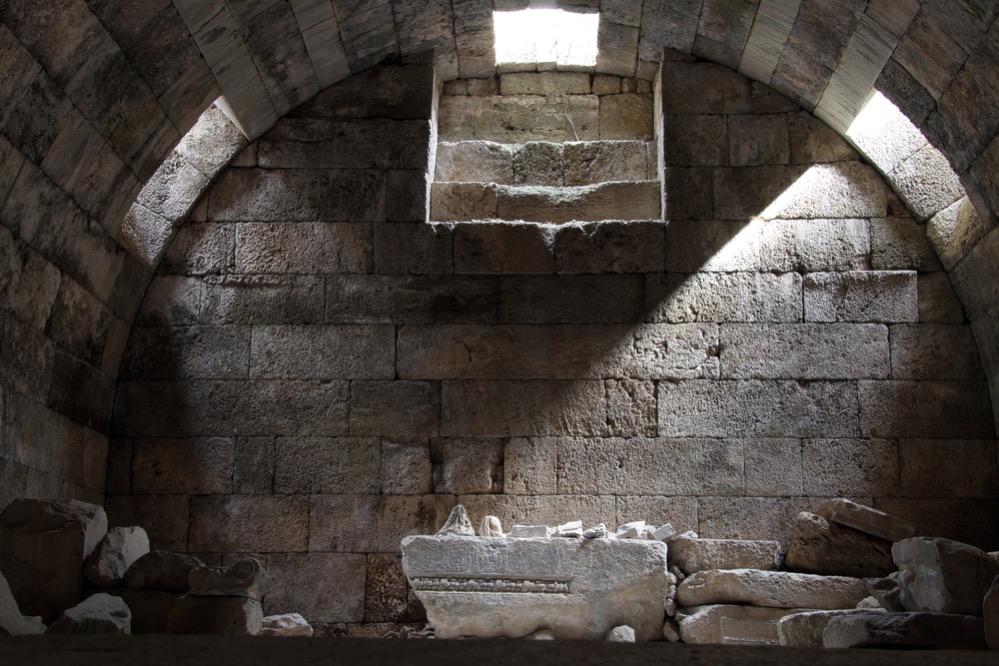 Cuando Evémero de Mesina encontró el registro del nacimiento y muerte de Zeus, Urano y Cronos